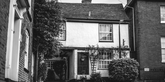 Black and white photo of a home | The mortgage process for Contractors